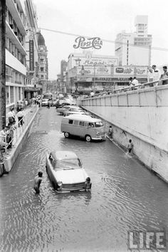 """Flood in Metro Manila, Philippines. BBC Boracay says: """" Maybe on the photos our VW bus back in the early ? History Icon, Home History, Filipino Culture, Asia, Manila Philippines, Historical Pictures, Pinoy, Old Photos, Street Photography"""