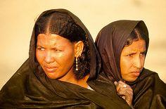 www.villsethnoatlas.wordpress.com (Tuaregowie, Tuaregs) Mujeres tuareg, Festival de Essouk -   Tuareg women, Essouk Festival (January 2004)    www.vicentemendez.com