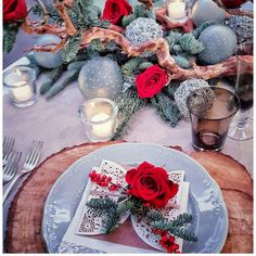 #loveforchristmas #christmasdecorations #cristmastime #cristmasparty 🍾#cristmasdecor #christmastablesetting #christmastablecentrepiece 🎄#christmastabledecor #maisonmariage #tavoladellefeste #pranzodinatale #flowerdesign #leventovainscena #cenonedicapodanno #cenonedinatale🥂
