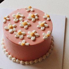 Pretty Birthday Cakes, Pretty Cakes, Beautiful Cakes, Amazing Cakes, Simple Cake Designs, Pastel Cakes, Pinterest Cake, Funny Cake, Cute Desserts