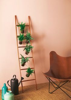 Una scaletta in rame: bastano tubi, raccordi, dei tappini e una colla per metalli! Ladder Decor, Diy, Home Decor, Houses, Bricolage, Interior Design, Handyman Projects, Home Interior Design, Do It Yourself