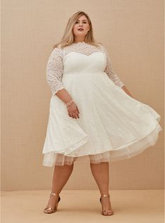 Wedding Dress Capelet, Tea Length Wedding Dress, Wedding Dress Sleeves, Dresses With Sleeves, Short Ivory Wedding Dress, Colored Wedding Gowns, Gown Wedding, Lace Wedding, Plus Size Wedding Gowns