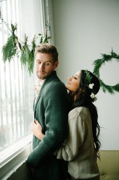 Winter is all about snuggling up close to keep warm, so what better outfit for a winter engagement session than a slouchy sweater? It clings to your body in all the right places while adding to an intimate atmosphere that your photographer will love capturing. | Outfits for a Winter Engagement Session