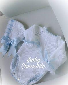 No hay ninguna descripción de la foto disponible. Baby Knitting Patterns, Baby Patterns, Diy Crafts Crochet, Baby Overalls, Crochet Baby Clothes, Baby Sewing, Knitting Projects, Baby Dress, Lana