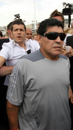 Oggi mi è capitato di vedere un programma dove mostrava Maradona stava al teatro San Carlo e raccontava la sua storia