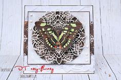 Kartka z motylem / A card with butterflyCoś nowego / Something newZ motylami / With butterfliesZardzewiały budzik / Rusty alarm clockPapier i metal / Paper and metal