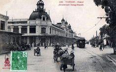S'il y a bien un quartier qui dénote à Hanoi, c'est le quartier français. Retour sur sa construction à la fin du 19e et sur le quartier aujourd'hui.     Le quartier français se trouve dans la Vieille ville d'Hanoi au sud et à l'ouest du lac Hoan Kiem (ou lac de l'épée).   Hanoi et la... France, Construction, Louvre, Street View, Building, Hanoi Vietnam, Travel, Hui, Old Town