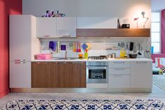 Start off on the right foot by giving your kitchen the youthful feel of a design with pure lines dressed in cool colors and wood finishes that are in step today's trendy natural look. Kitchen Cabinets, Pure Products, Cool Stuff, Wood, Design, Start Time, Home Decor, Php, Valencia