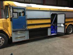 IMG 1820 Bus Motorhome, Motorhome Conversions, Rv Bus, Van Rv Conversion, School Bus Conversion, Camper Caravan, Camper Van, Campers, U Haul Truck