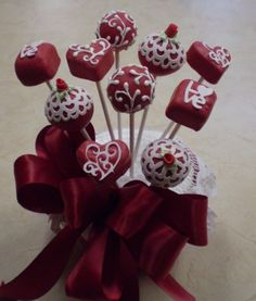 weecakies: Valentine's Day.  I had this lady do these delicious wee cakies for my wedding!