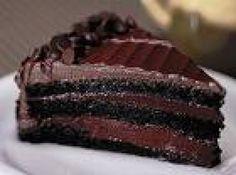 Receita de bolo de chocolate - bolo assado, fure-o e cubra com a cobertura. pode ñ ficar como da foto ...