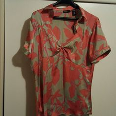 Top Low cut foral print short sleeve  top with side zip, 100% Polyester New York & Company Tops Blouses