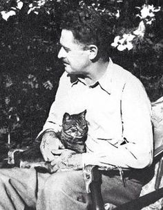 Nazım Hikmet Hue, Cafe Art, World Literature, Writers And Poets, Collage Maker, Cat People, Historian, Old Photos, Famous People
