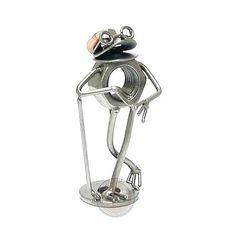 Cadeau beeldje, Kikker - Golf Product.nr.: t0513 De golfer wacht op zijn beurt, en is heel relaxt. Deze mooie sportbeeldjes zullen zeker mooi staan, waar u ze ook neer zet. Afmeting 13x6x4,5 cm, Gewicht:0.20 kg.