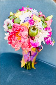 #colorful #wedding #bouquet with #peonies, #roses, #poppy pods and #sweet peas | photo: mikelarson.com