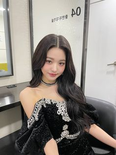 Kpop Girl Groups, Kpop Girls, K Pop, Dr Amor, Beautiful Japanese Girl, Yu Jin, Japanese Girl Group, Ulzzang Girl, Formal Dresses