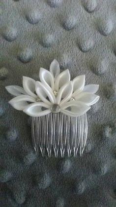 Wedding mini tiara by on Etsy Ribbon Art, Fabric Ribbon, Ribbon Crafts, Ribbon Bows, Kanzashi Tutorial, Cloth Flowers, Fabric Flowers, Bridal Fascinator, Wedding Hair Pins