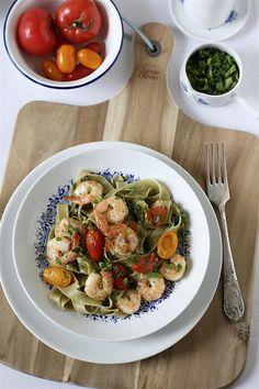 Makaron z krewetkami, pomidorkami i czosnkiem Pasta Salad, Poland, Ethnic Recipes, Food, Crab Pasta Salad, Essen, Meals, Yemek, Eten