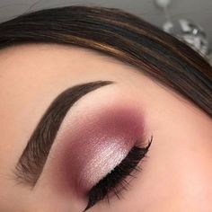 Make Up; Make Up Looks; Make Up Augen; Make Up Prom;Make Up Face; Gold Eyeliner, Gold Eye Makeup, Pink Makeup, Makeup Eyeshadow, Pink Eye Makeup Looks, Pink Wedding Makeup, Maroon Makeup, Prom Eye Makeup, Easy Makeup Looks