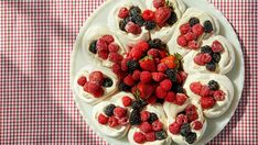 This summer party-ready baked Alaska is just one of Martha's marvelous meringue desserts. She's also making a pavlova wreath and a chocolate angel food cake. Strawberry Blueberry, Strawberry Recipes, Raspberry, Creme Fraiche, Chocolate Angel Food Cake, Baked Strawberries, Blueberries, Meringue Desserts, Meringue Food