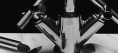 """No assinalar do seu 20º aniversário a demonstra a intemporalidade do seu desenho e sustentabilidade estética com mais de um milhão de unidades fabricadas é um dos modelos mais vendidos da Dornbracht, servindo de base à reputação da marca enquanto fabricante que marca as tendências nos acessórios e torneiras de casa-de-banho e cozinha.    """"Tara representa os quatro P's da Dornbracht: proporção, precisão, progresso e perfeição. Os manípulos em cruz unem a modernidade com a tradição. Tara é…"""