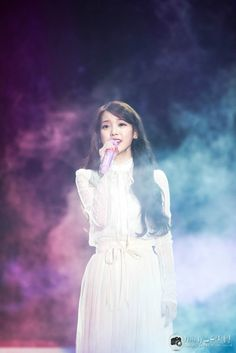 Your number one Asian Entertainment community forum! Celebrity Dresses, Celebrity Photos, Iu Chat Shire, Korean Actresses, Actors & Actresses, Kpop Girl Groups, Kpop Girls, Iu Fashion, Fashion Models