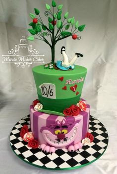 Alice in wonderland. I love the upside down alice Alice In Wonderland Birthday, Alice In Wonderland Tea Party, Mad Hatter Party, Mad Hatter Tea, Mad Hatter Cake, Disney Cakes, Disney Themed Cakes, Theme Cakes, Disney Food