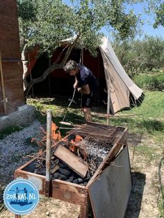 Camping in einem Olivenhain auf Kreta griechenland wandern urlaub ferein Hani, Outdoor Furniture, Outdoor Decor, Firewood, Camping, Island, Crafts, Home Decor, Crete Greece