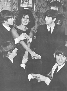 February 1964 - Alma Cogan and the Beatles at the Welcome Home party she hosted at her Kensington flat upon the Beatles return from America the day before. Paul brought Jane Asher to the party and it is likely (but not confirmed) that Cynthia. Beatles Love, Beatles Photos, Liverpool, Welcome Home Parties, Jane Asher, Pop Rock Bands, British Rock, The Fab Four, Yellow Submarine