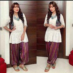 #AyezaKhan on the set of her upcoming serial #MohabbatTmseNafratHa! Styled by #AnilaMurtaza..  #followme #insta #instagram #instapic #instagood #instafollow #instalife #instalike #instalove #instafashion #instafame #instafamous #lifestyle #style #model #samysays #love #peace #glam #glamour #artist #fashion #fashionista #fashionblogger