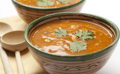 Harira is de nationale Marokkaanse soep. Het is een gebonden, rijk gevulde soep met als belangrijkste ingrediënten tomaten, kikkererwten, linzen en selderij