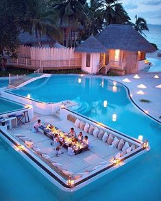 When I am 18 years old, this is what my swimming pool looks like. Dream Home Design, My Dream Home, House Design, Design Hotel, Yard Design, Future House, Luxury Pools, Luxury Swimming Pools, Luxury Spa