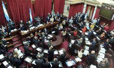 El Senado aprobó el proyecto que habilita el voto a los 16 años ||| Fue sancionado con 52 votos a favor. El proyecto tendría que ser votado en la Cámara de diputados para que se apruebe completamente. Se estipula que no habrá sanciones para los jóvenes que no vayan a votar.