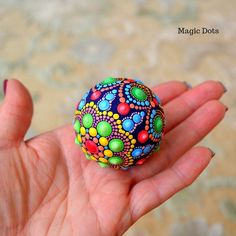 Mandala Painting, Stone Painting, Rock Painting, Boule Anti Stress, Painted Rocks, Hand Painted, Ways To Relax, Spring Colors, Art Pieces