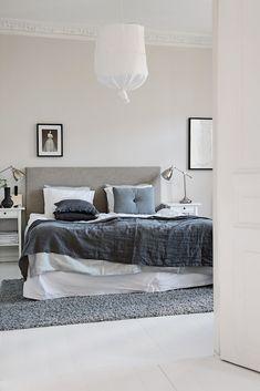Shades of grey in a lovely Gothenburg home. Alvhem Makleri.