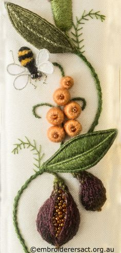 Bee and Fig from Jane Nicholas Mirror 2 stitched by Lorna Loveland – Embroiderers' Guild ACT Rose Embroidery, Silk Ribbon Embroidery, Cross Stitch Embroidery, Embroidery Needles, Embroidery Stitches Tutorial, Embroidery Techniques, Embroidery Patterns, Fabric Patterns, Stitch Patterns
