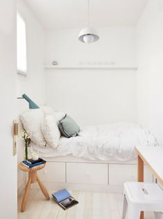 22 Space Saving Bedroom Ideas to Maximize Space in Small Rooms ...