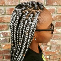 Part your hair three-way and bring a new level of awesome into your triangle box braids. Check out these box braids and tips to achieve this incredible style. Grey Box Braids, Large Box Braids, Blonde Box Braids, Short Box Braids, Braids For Black Hair, Coloured Box Braids, African Braids Hairstyles, Braided Hairstyles, Black Hairstyles