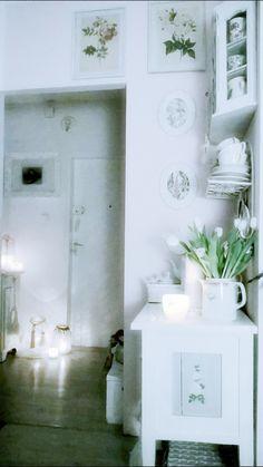 Biel oznacza piękno. A white means a beauty. Design by Urszula Koronczewska.