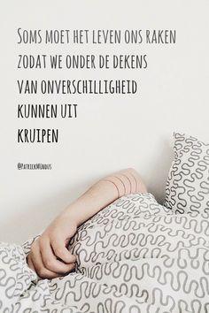 Soms moet het leven ons raken zodat we onder de dekens van onverschilligheid kunnen uit kruipen...