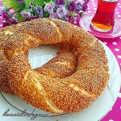 Crispy street wheel recipe from our brother Hurşide Akgün. Your hands s … Simit Recipe, Easy Cooking, Cooking Recipes, Bread Recipes, Smoked Salmon Bagel, Bagel Breakfast Sandwich, Bakery Recipes, Breakfast Items, Turkish Recipes