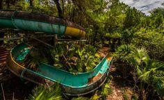 Yllättävä hittikohde: Turistit tulvivat Vietnamin hylättyyn vesipuistoon
