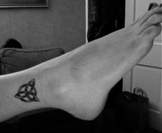trinity knot tattoo, symbolizes mind body and spirit connected as one Interesting Tattoos, Awesome Tattoos, Cool Tattoos, Trinity Knot Tattoo, Celtic Knot Tattoo, Meaningful Tattoos, Tatoos, Tatting, Body Art
