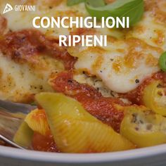 RIPIENI CONCHIGLIONI are a wealthy and attractive first course. We stuffed this pasta with ricotta and floor! Every thing is seasoned with a easy tomato sauce! Pasta Recipes, Soup Recipes, Cooking Recipes, Healthy Recipes, Stuffed Shells Recipe, Stuffed Pasta Shells, Easy Tomato Sauce, Clean Eating Snacks, Pasta Dishes