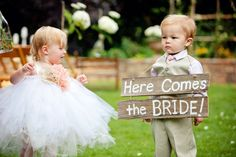 OKAY. too adorable. guaranteed smile. Photography By http://kate-belle.com