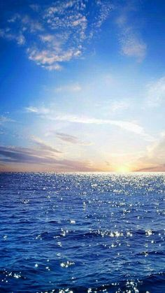 rising sun on the horizon, blue sea, ocean