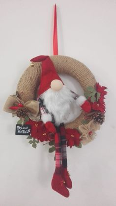 Christmas wreath Gnome with flowers in diapers and felt made and sewn by hand. Thick rope base, decorated with ribbons and natural elements. Christmas Makes, Christmas Gnome, Christmas Stockings, Christmas Crafts, Christmas Ornaments, Christmas Tree Decorations Ribbon, Holiday Wreaths, Wreath Crafts, Etsy