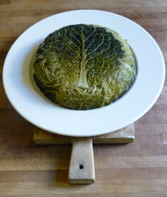 Cabbage and Sausage Cake. I'd try this will turkey and serve it with a tomato-based sauce. I'm thinking it might be a less fiddly way to have cabbage rolls. Cabbage Pie Recipe, Gluten Free Cooking, Cooking Recipes, Cabbage And Sausage, Braised Cabbage, Savoy Cabbage, Tree Cakes, Veggie Recipes, Veggie Meals