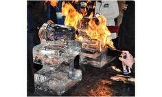 Selbst geschnitzte Eisskulpturen werden mit Feuer veredelt - SalzburgCB Wood Carvings, Fire