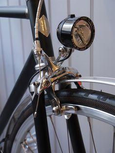 Vickers Bicycle Company New Classic Roadster light - www.greyfoxblog.com